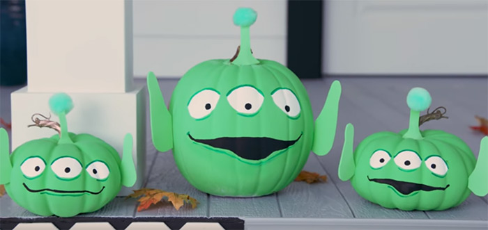 Custom alien pumpkin carving