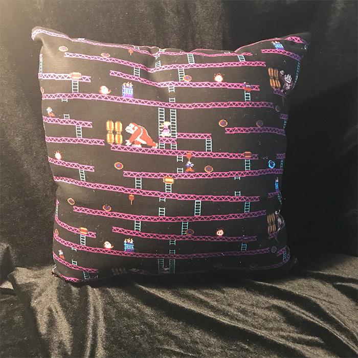 Retro throw pillow DK