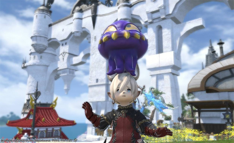 Wind-up Ultros Purple Minion on a player's head / FFXIV