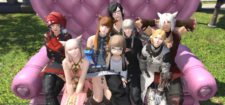 Group of FFXIV Players on Couch Mount