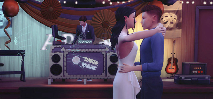 Prome Dancing Pose with Guy & Girl (Sims 4)